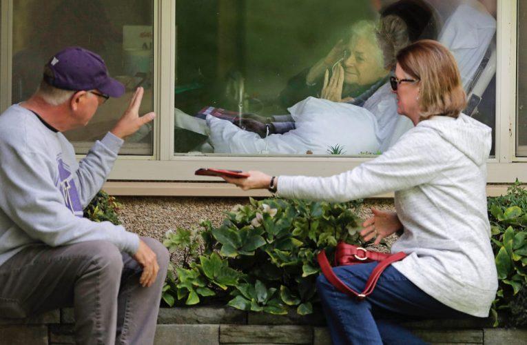 Bujë në Gjermani: gjyshërve ushqim dhe ilaçe falas