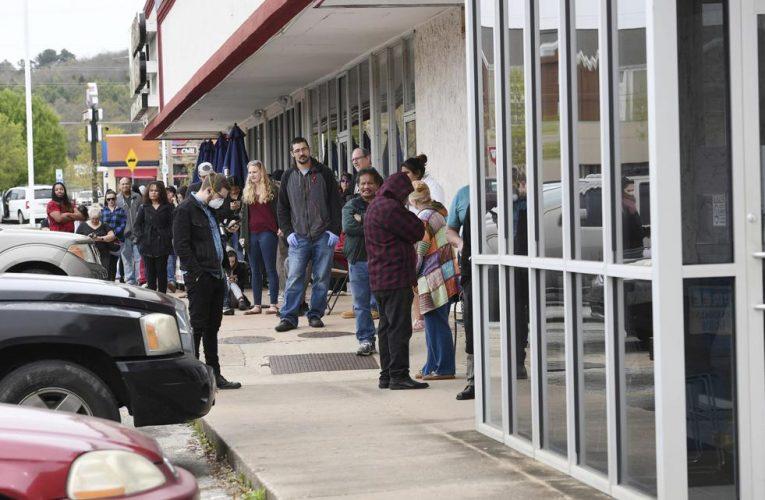 Papunësia në SHBA mbi 20%, këshilltari i Trump: Nuk ka rimëkëmbje pa vaksinë kundër Covid-19
