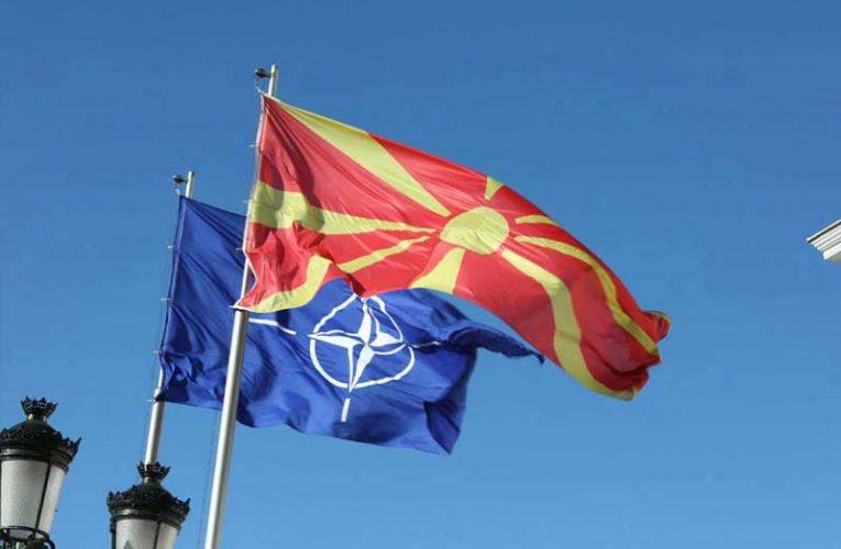 Flamuri i Maqedonisë së Veriut valvitet në selinë e NATO-s