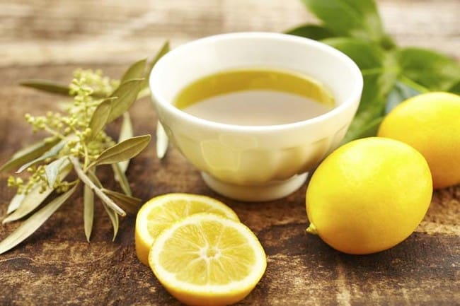 Trajtimi me Lëng Limoni dhe Vaj Ulliri Për Rininë e Fytyrës