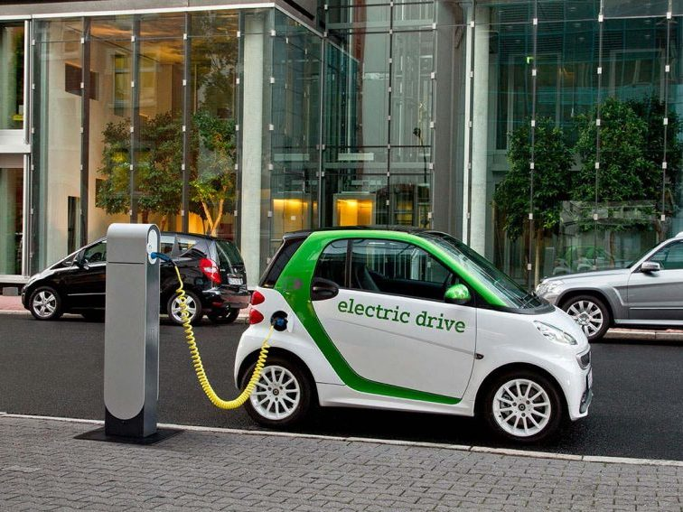 Makinat elektrike shpëtojnë mjedisin